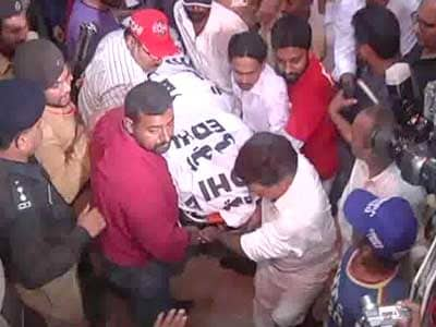Video : Senior leader of Imran Khan's party shot dead