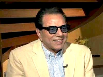 Yet to crack the dancing code: Dharmendra