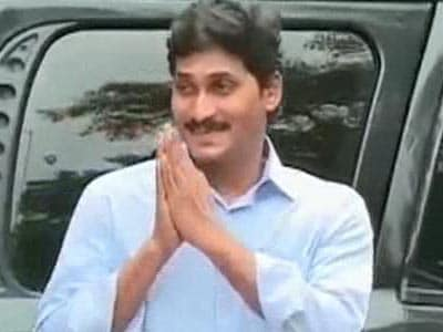 Video : Jagan Mohan Reddy in court for hearing that embarrasses Congress