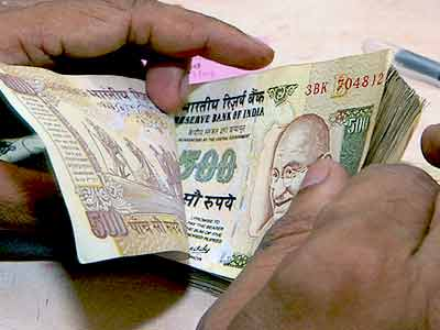 Video : Why the Rupee plunged to a record low of 59.57