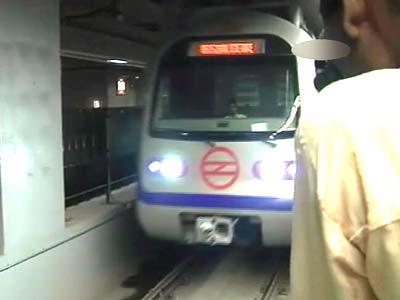 Video : Passengers evacuated from Delhi Metro train that broke down in tunnel