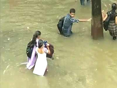 Video : Downpour in Mumbai to continue, people asked to stay indoors