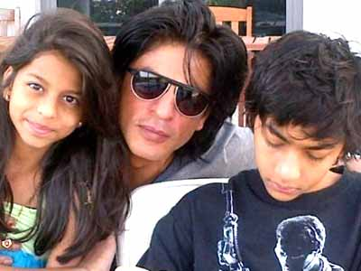 Video : Shah Rukh Khan voted most popular father