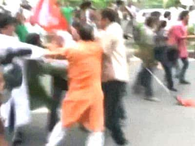 Video : Bihar bandh: Clashes between BJP and JD(U) supporters