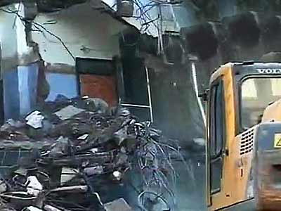 Video : Ten, including six children, dead as three-storey building collapses near Mumbai