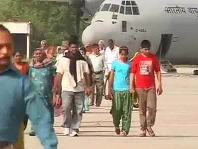 Video : Uttarakhand: Air Force's massive C-130J makes maiden landing at Dharasu, evacuates 113 people
