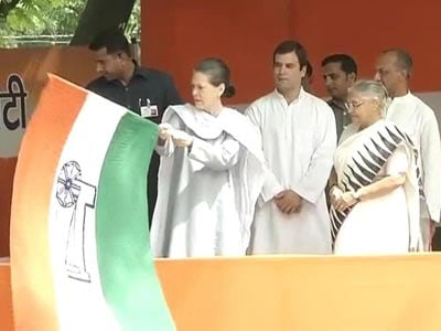 Video : After Modi's 'rescue' act, Sonia flags off relief mission today