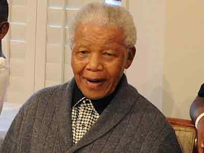 Video : Nelson Mandela's health improves, still critical