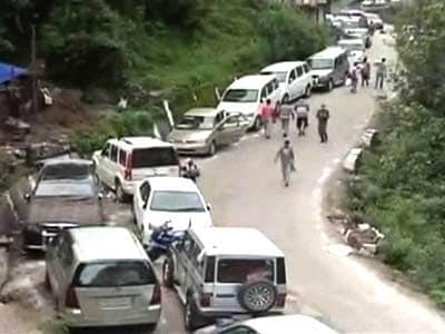 Video : Uttarakhand: Roads washed away, 600 relief vehicles stuck