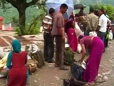 Video : In Uttarakhand, long trek to get relief material
