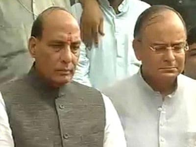 Video : Rajnath visits Bodh Gaya, is soft on Nitish but slams Centre on terror