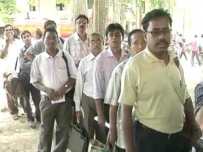Video : West Bengal panchayat polls: Voting for first phase begins amid tight security