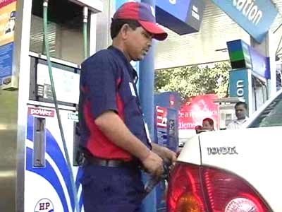 Video : Petrol price hiked by Rs. 1.55 per litre