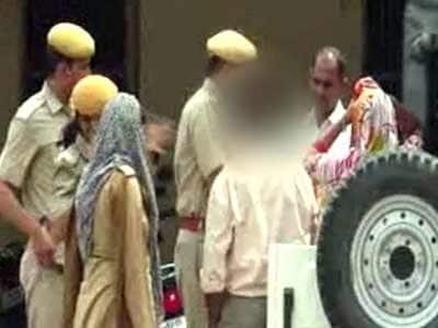 Video : भरतपुर : पिता पर पांच बेटियों से बलात्कार का आरोप