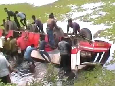 Video : Bus falls into lake in Karnataka; 8 killed