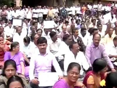 Video : Protest against Telangana: No work in Andhra Pradesh secretariat for third day