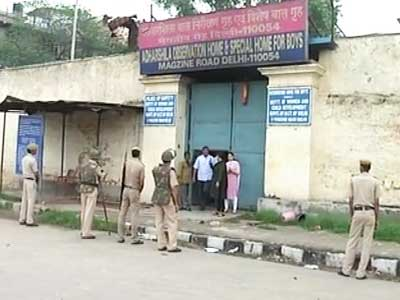 Video : Chaos at juvenile home where teen accused of Delhi gang-rape is kept