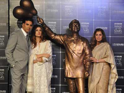 Rajesh Khanna's bronze Anand statue unveiled by family