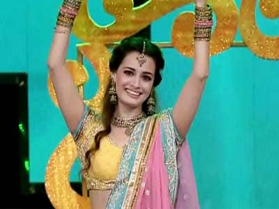 Dia Mirza dances to Bollywood songs