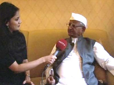 Video : Anna Hazare goes global, to meet top US politicians and visit conflict zones