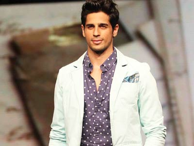 Video : Siddharth Malhotra sends legal notice to students?