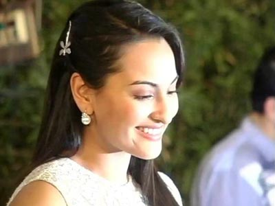 Video : Sonakshi to do an item song in <i>Boss</i>