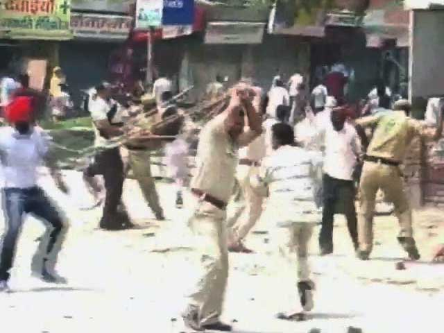 Video : Jind: 20-yr-old girl found murdered; mob goes on rampage