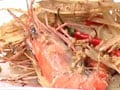 Video: Steamed tiger prawns