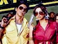 Video : Gauri Khan checks out colourful SRK in Chennai Express
