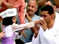 Video : Arvind Kejriwal ends his two-week-long fast