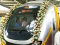 Video : Mumbai Metro: trial run with train draped in flowers