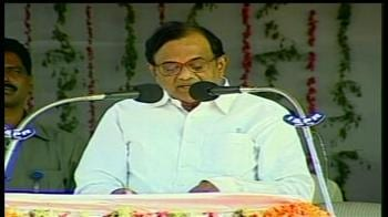 Video : Chidambaram offers prayers at Tirumala