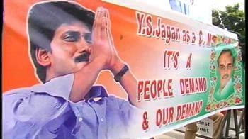Video : Jagan defies Congress, continues yatra