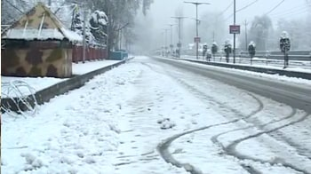 Video : First snowfall of the season in Kashmir