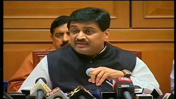 Video : Belgaum row: Chavan to meet PM