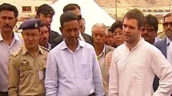 Video : Rahul Gandhi visits Leh, meets flood victims