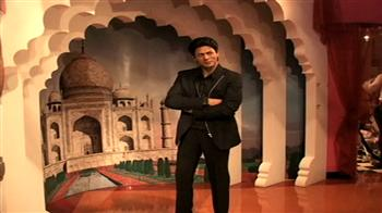 SRK's wax replica unveiled at Madame Tussauds in NY