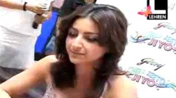 Video : Soha rejects love scene with Shiney