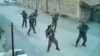 Video : Israeli troops shake a leg on duty