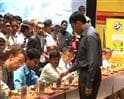 Video: Viswanathan Anand vs 35 mathematicians