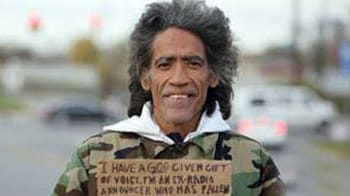 Video : Homeless man's voice prompts job offers
