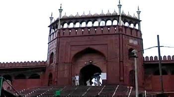 Video : Firing outside Jama Masjid, 2 tourists injured