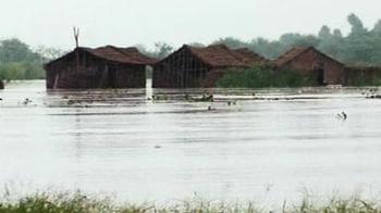 Video : Yamuna crosses danger mark, flood threat looms
