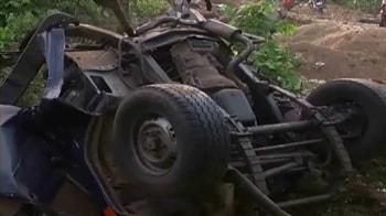 Video : Giridih: Naxals blow up road bridge, 5 killed