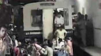 Video : Kolkata: Two coaches of Metro derail, no casualties reported