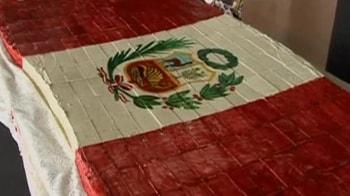 Video : Peru's largest chocolate flag