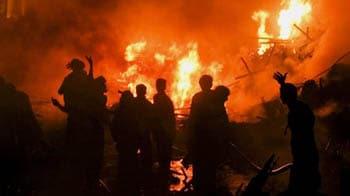 Video : Cargo plane crashes in Karachi housing complex