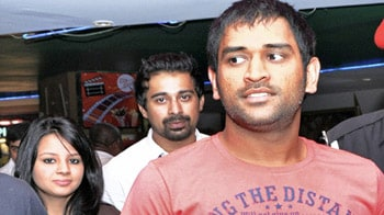 Video : Dhoni, wife Sakshi watch Action Replayy