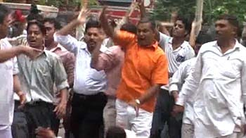 Video : RSS workers attack TV channel's office in Delhi