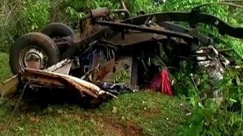 Video : नक्सलियों ने गाड़ी उड़ाई, 5 मरे